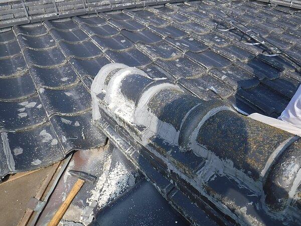 荒尾市府本において、雨漏り修理・塗装・瓦の隙間を目詰めの画像