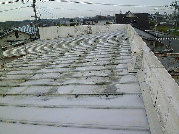 荒尾市 吉野石油緑ヶ丘SSにて、板金屋根の張替えの画像