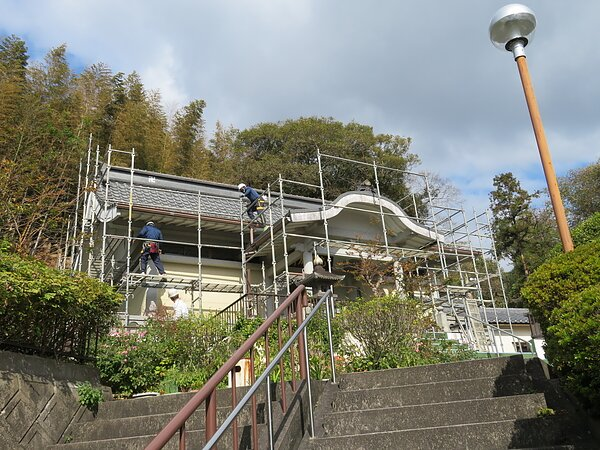 大牟田市萩尾:籐円寺様において、塗装と屋根の補強です。の画像