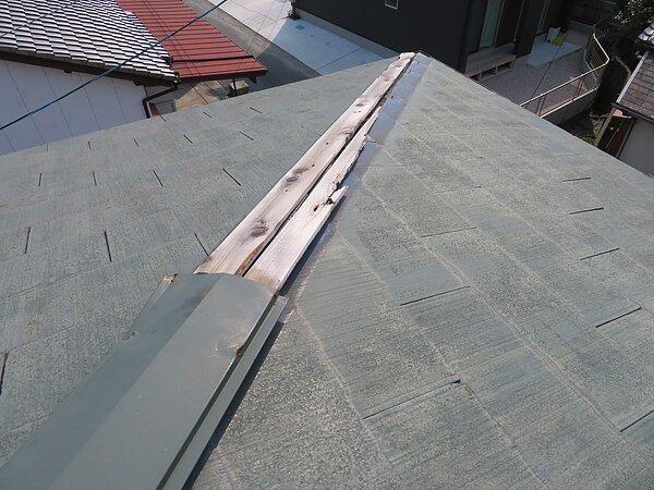 大牟田市唐船において、コロニアル屋根の棟修理。の画像
