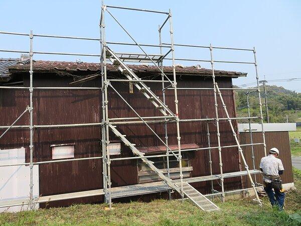 みやま市高田町において、農業倉庫の瓦替え。の画像