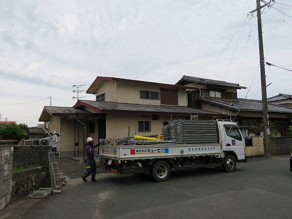 大牟田市田隈において、コロニアル屋根から板金屋根へ。の画像