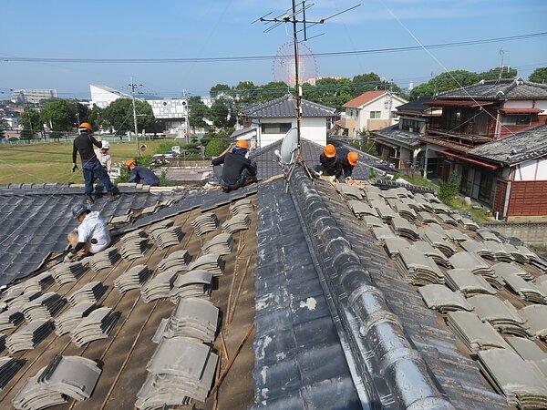 荒尾市本井手において、屋根瓦の葺き替え  太洋瓦総工の画像