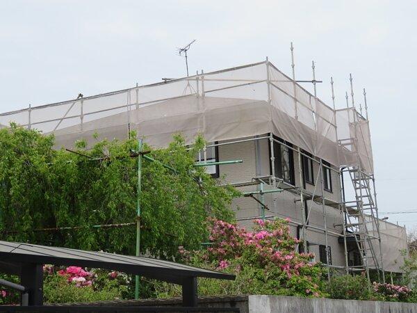 コロニアル屋根の修理と塗装の画像