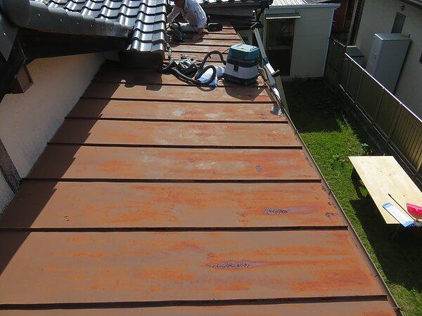 大牟田市白銀にて、板金屋根の張替えの画像